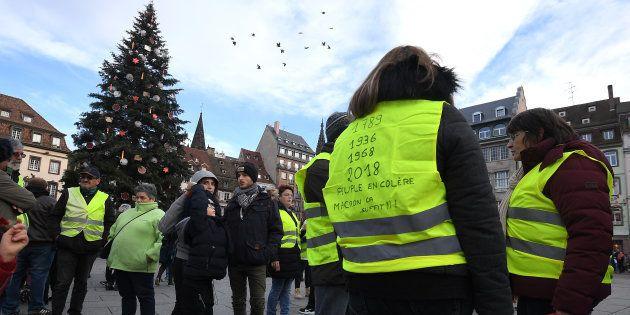 Après la fusillade intervenue à Strasbourg, les gilets jaunes, comme ceux-ci sur le marché de Noël de...