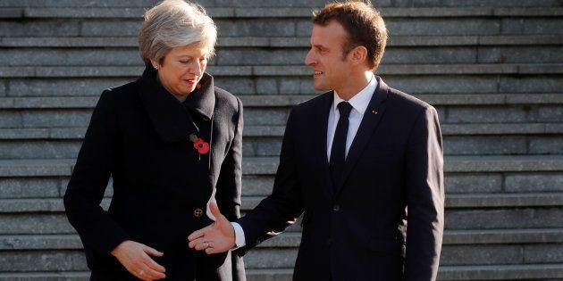 Theresa May et Emmanuel Macron, ici lors des commémorations du centenaire de la Première guerre mondiale,...