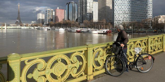 Le pic de la crue de la Seine ne sera finalement atteint que dans la nuit de dimanche à lundi / AFP PHOTO...
