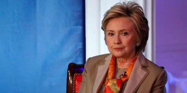 Hillary Clinton a refusé de renvoyer l'un de ses conseillers de campagne accusé de