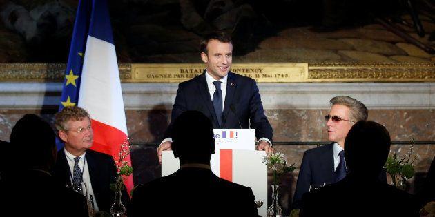 Macron à Versailles aux petits soins des patrons, une pathétique