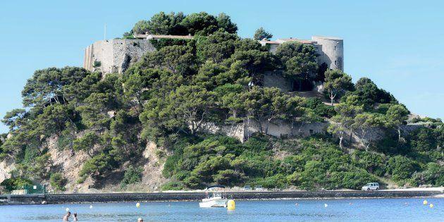 Une enquête ouverte après le survol du fort de Brégançon par un