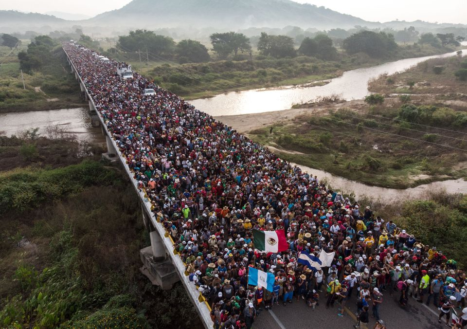 27 octobre - Des migrants honduriens formant une caravane et se dirigeant vers les États-Unis, alors...