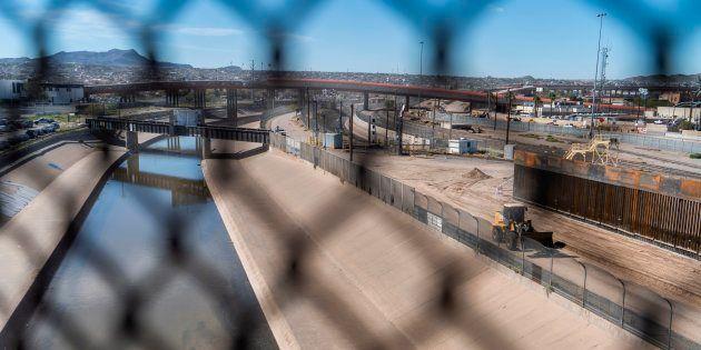 La frontière entre les États-Unis et le Mexique non loin d'El Paso, au Texas