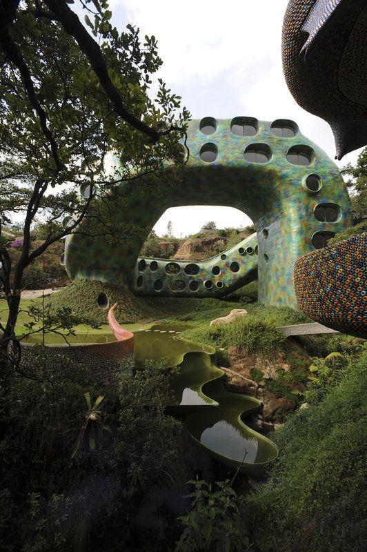 Cette maison en forme de serpent est disponible sur Airbnb pour 196 euros la