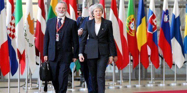 Theresa May arrivant au sommet à