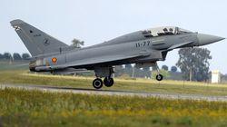 Un avion de chasse espagnol tire