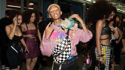 Jaden Smith pose avec un iguane sur l'épaule à la première de