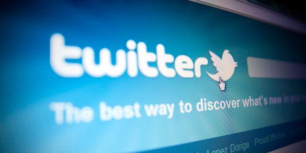 Twitter explique pourquoi il ne suspend pas les comptes du complotiste Alex Jones