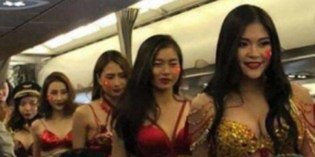 f6c8dc955685 Un défilé de bikini dans un avion fait scandale au Vietnam | Le ...