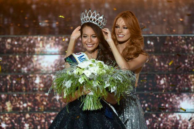 Vaimalama Chaves couronnée Miss France 2019 par Maeva Coucke ce samedi 15 décembre à