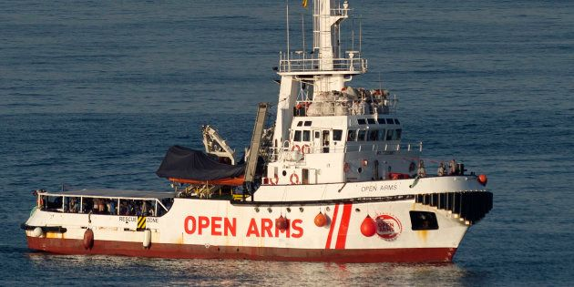 Le bateau Open Arms arrivant au port à d'Algesiras en Espagne le 9 août