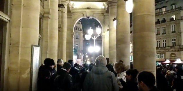 Les quelques centaines de personnes qui manifestaient réclamaient leur