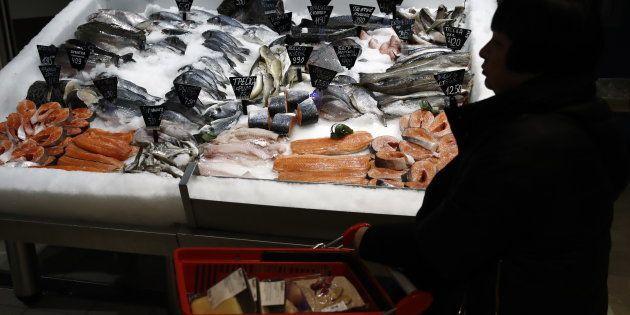 Des poissons dans un hypermarché Auchan à Moscou, en novembre