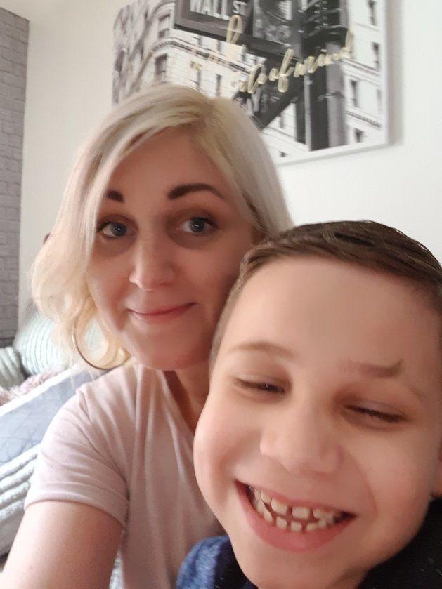 L'auteure du billet, Stacey Scorah, avec son fils.