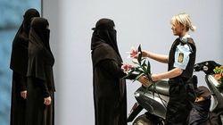 À la Fashion Week de Copenhague, des mannequins défilent en burqa pour dénoncer son