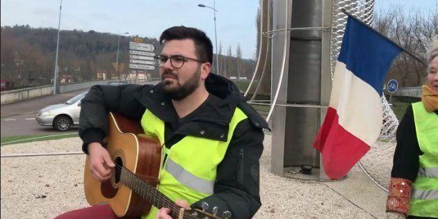 Antonin Froidevaux, fleuriste de 28 ans, auteur du nouvel hymne des gilets