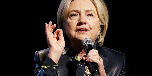 Hillary Clinton, sur scène à l'occasion d'une conférence pour le fonds de promotion du leadership féminin...