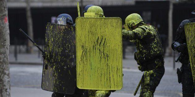 Une prime de 300 euros proposée à la police et aux miliaires après les gilets