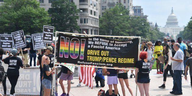 Des manifestants opposés