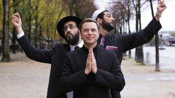 Le groupe avec un prêtre, un rabbin et un imam de