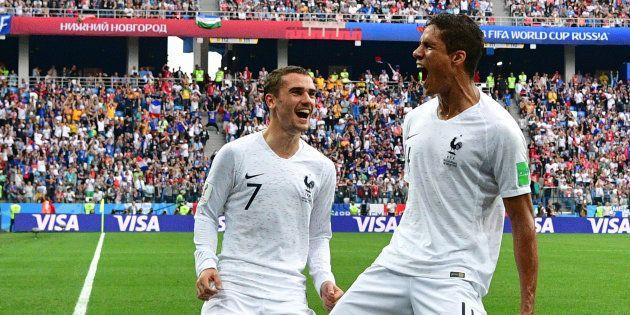 Raphaël Varane célèbre le 6 juillet son but contre l'Uruguay en quart de finale de la Coupe du monde...