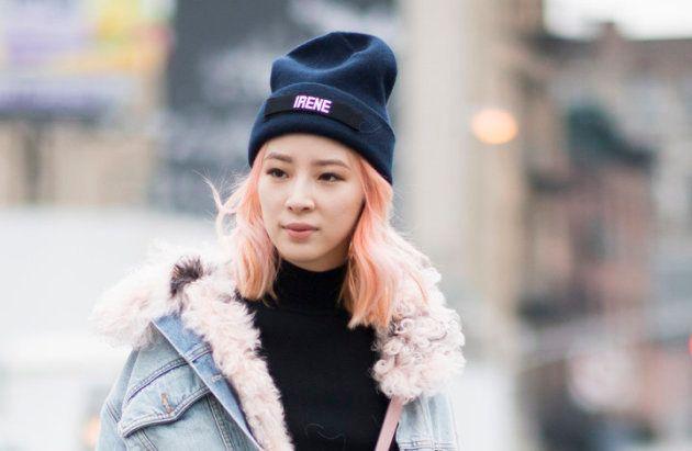 Les chapeaux sont un accessoire incontournable en hiver, mais on considère qu'ils abîment la fibre capillaire.