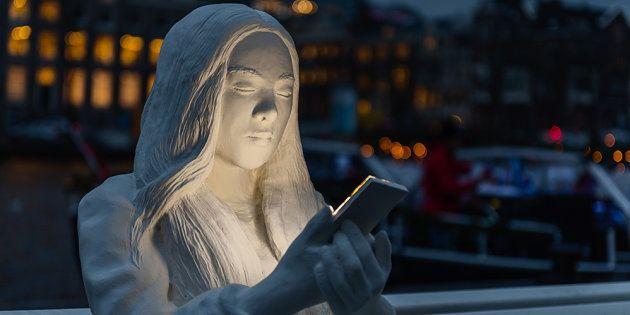 Au Festival de lumière d'Amsterdam, cette statue