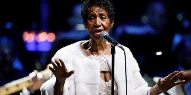 Aretha Franklin en concert lors de la commémoration du 25ème gala automnal de la Elton John AIDS Foundation...