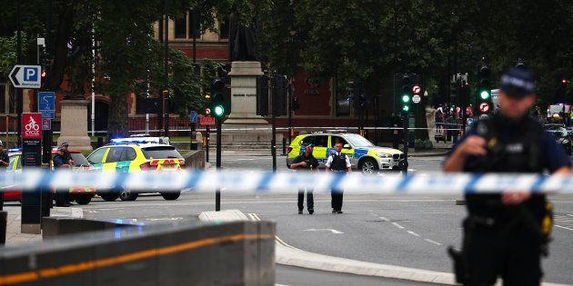 Londres: Un attentat à la voiture-bélier fait plusieurs blessés devant le