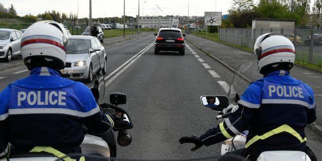 Un convoi policier transportant Salah Abdeslam à Fleury-Mérogis en avril