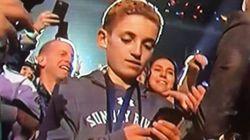 Ce gamin regardant son téléphone a volé la vedette à Justin Timberlake à la mi-temps du Super