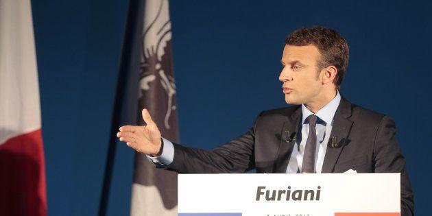 Emmanuel Macron rencontrera Gilles Simeoni et Jean-Guy Talamoni dans une salle de réunion de la collectivité...