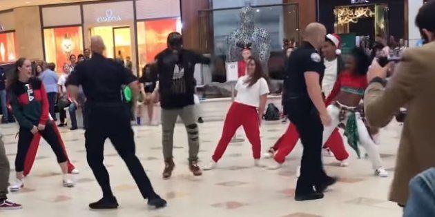 Personne dans le centre commercial ne pouvait s'attendre à ce que les policiers interviennent de cette