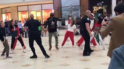 Ces policiers interrompent ce flashmob en centre commercial de la meilleure des