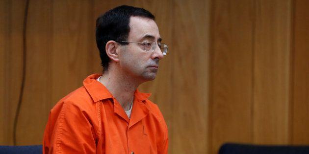Le docteur Larry Nassar, condamné pour avoir agressé des dizaines de jeunes gymnastes, pourrait écoper...