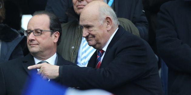 Pierre Camou avec le président François Hollande au Stade de France en février 2016, lors d'un match...