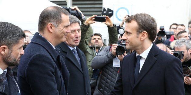 Le président de la République Emmanuel Macron salue le président du conseil exécutif corse Gilles Simeoni...