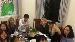 Laeticia Hallyday et Hélène Darroze au Vietnam avec leurs