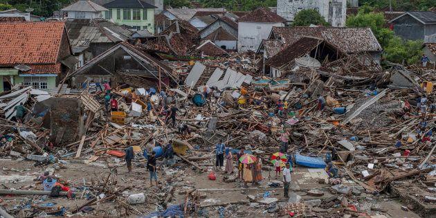 En Indonésie, le bilan du tsunami monte à 373 morts (photo
