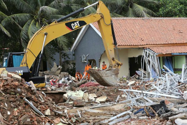 En Indonésie, le bilan du tsunami monte à 373