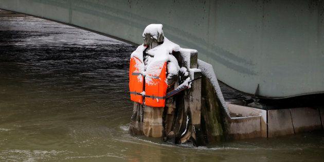 Le Zouave du Pont de l'Alma à Paris ce mercredi 7 février. Cette référence des crues parisiennes a été...