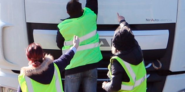 À Rouen, des gilets jaunes ont pourchassé un poids-lourd bulgare sur 12 kilomètres (photo d'illustration...