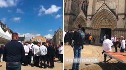 Des centaines de grands chefs en tenue rendent un dernier hommage à Joël Robuchon dans sa ville
