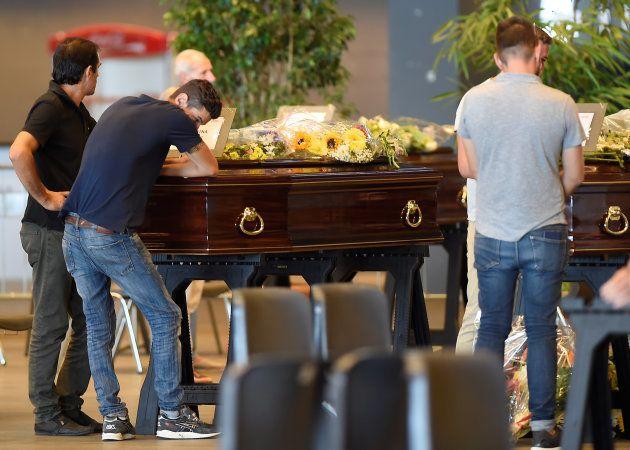 Des familles de victimes du drame de Gênes boycotteront les funérailles