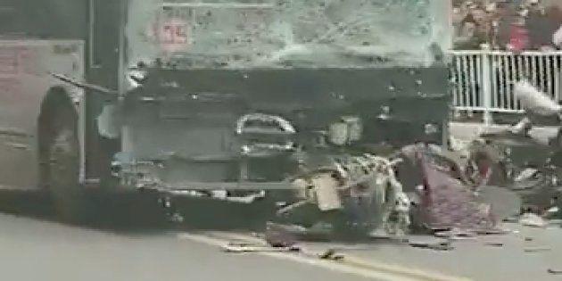 Après avoir pris le contrôle du véhicule, l'homme de 48 ans a foncé dans la