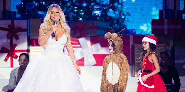 Mariah Carey sur scène avec ses jumeaux Moroccan et Monroe Cannon, pendant sa