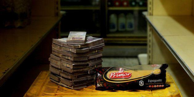 Au Venezuela, un kilo de pâtes coûte près de 2,500,000 bolivars (soit environ 30 centimes de dollar américain)...