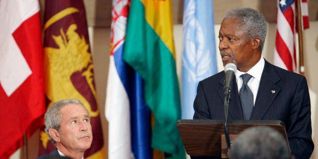 George W. Bush et Kofi Annan lors d'un déjeuner à l'ONU, en septembre