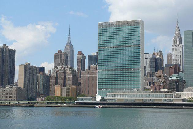 Le siège des Nations unies à New York (au premier plan sur la